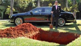 Enterrará su auto de lujo para usarlo en otra vida