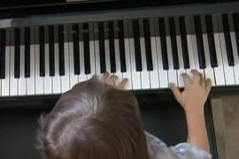 Con 4 años, es niño prodigio del piano