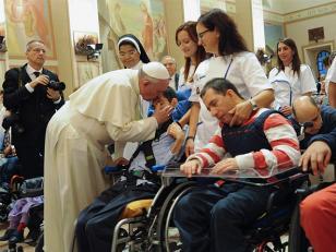 Papa Francisco pide en Asis que el dolor sea escuchado