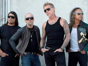 Metallica toca en la base Marambio