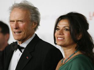Esposa de Clint Eastwood pidió el divorcio y custodia de su hija