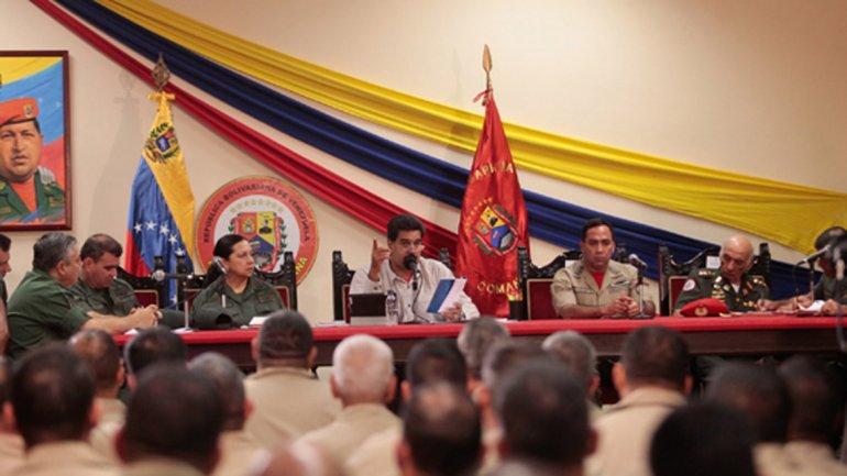 """Maduro pidió a sus ministros que """"se alisten"""" en cuerpos civiles de armas"""