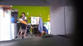 Video: Una niñera maltratando a un bebé de un año