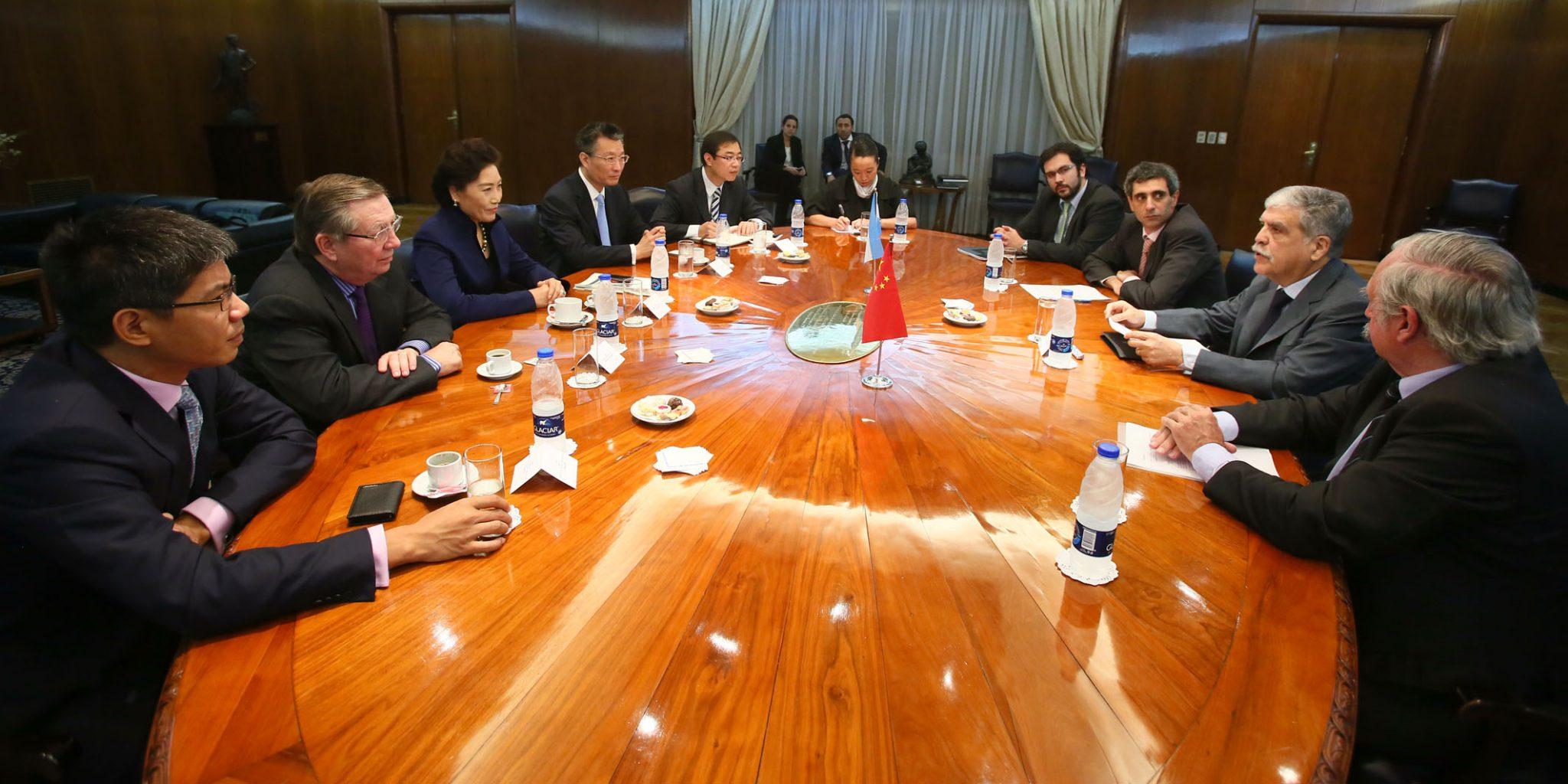 Empresarios de China buscan invertir en un proyecto energético en Argentina