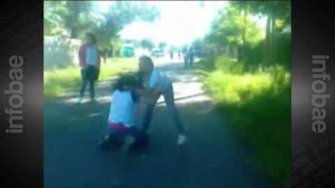 """Video: Atacan a golpes a dos hermanas a la salida de la escuela por ser """"chetas"""""""