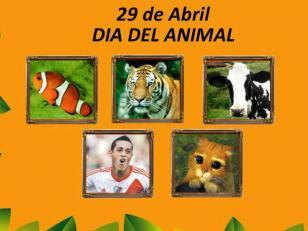 Hinchas se ríen con afiches de Rogelio Funes Mori en Día del Animal