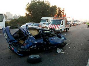 Robó un auto y murió al chocar en la autopista Perito Moreno