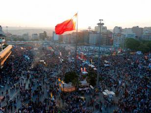 La policía turca tomó el control de la plaza Taksim en Estambul