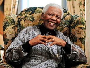 """Mandela sigue """"grave, pero estable"""""""
