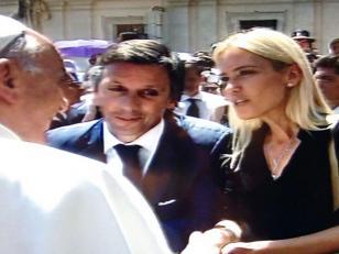 Papa Francisco recibió a Valeria Mazza y Alejandro Gravier