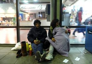 Ofrecen alojar a familias varadas por el paro de micros