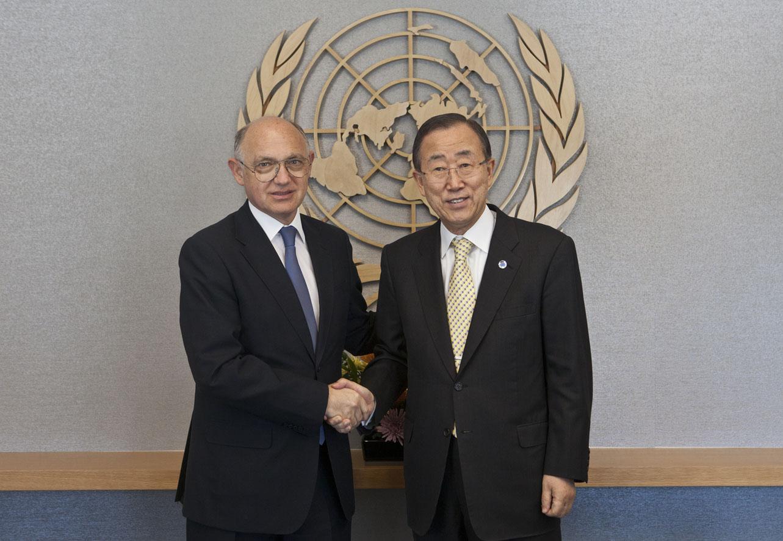 Timerman participa en Nueva York de la firma del primer tratado internacional sobre comercio de armas
