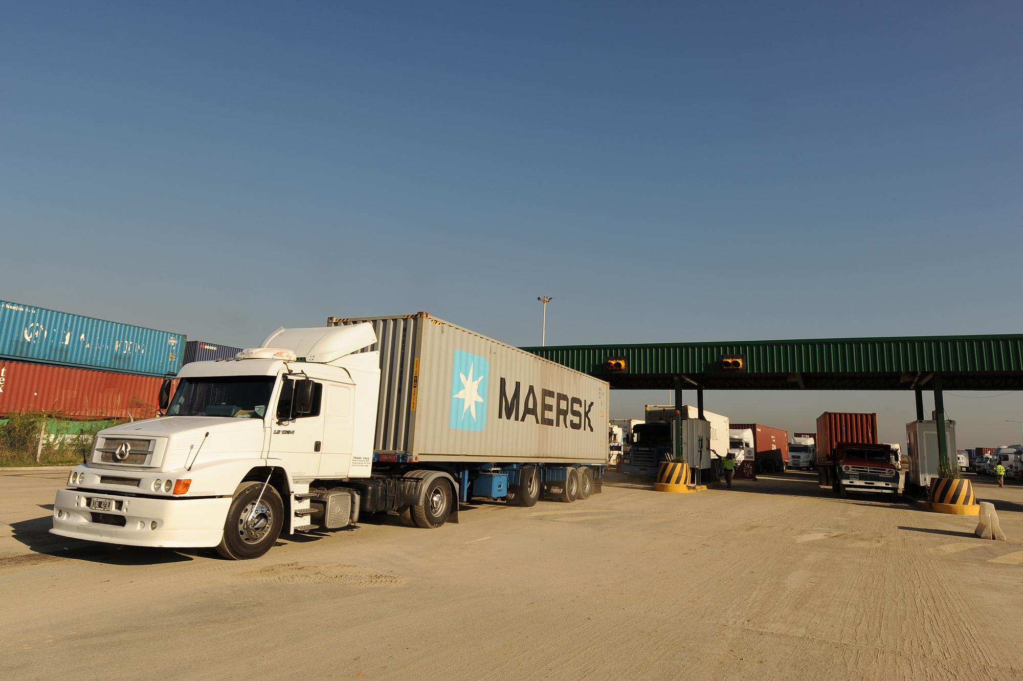Randazzo presentó una playa de estacionamiento para camiones de carga en el puerto de Buenos Aires