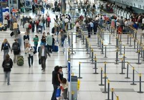 Prorrogan la transferencia de personal en el área aeronáutica