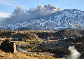 El Ejército colabora con los evacuados a causa de la erupción del volcán Copahue