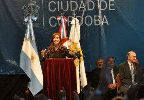 Cristina encabeza el acto central por los 400 años de la Universidad Nacional de Córdoba