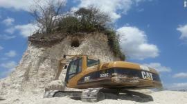 Destruyen pirámide maya de 2.300 años para rellenar una carretera