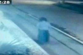 Una cámara capta a una mujer fantasma