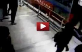 Video: Tras robar un celular, ladrón es arrollado por el Metrobús