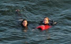 Tras caer su globo aerostático pasan 9 horas flotando en mar sin saber nadar