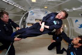 """Hawking: """"Si podemos evitar el desastre durante los próximos dos siglos, nuestra especie debería quedar a salvo para expandirse por el espacio"""