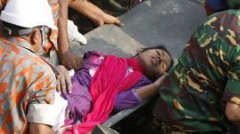 Pasó 17 días sepultada bajo los escombros del edificio de Bangladesh