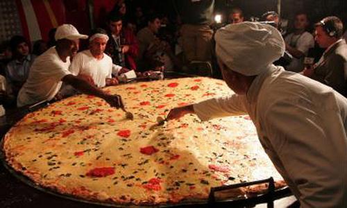 La pizza mas grande del mundo for Mundo pizza la algaba