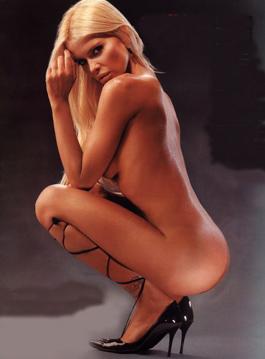 Nazarena Velez Y Un Desnudo Total En Tv