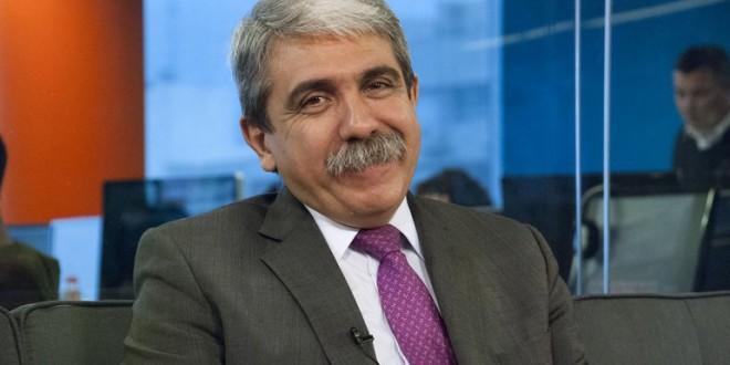 Anibal Fernández advirtió sobre los peligros de levantar las restricciones al dólar