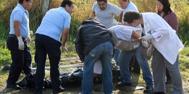 Hallan cinco cuerpos en la zona donde la población pidió buscar a los estudiantes desaparecidos