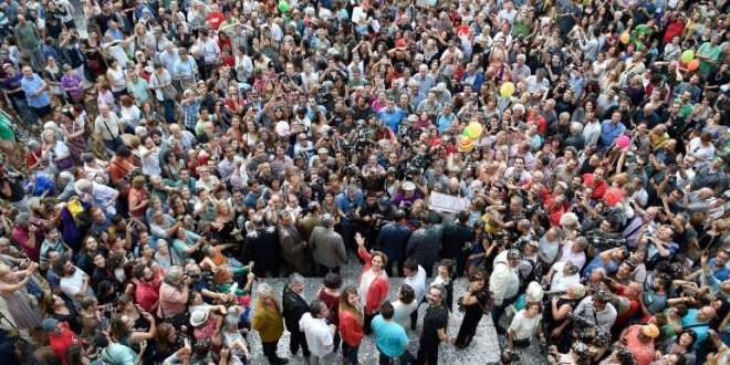 España: La izquierda asumió las alcaldías de Madrid y Barcelona