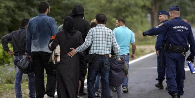 Encuentran a decenas de migrantes muertos en Austria