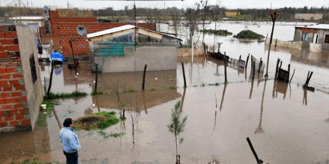 Continúan bajando los ríos Paraná y Salado pero hay 1.825 evacuados en Santa Fe