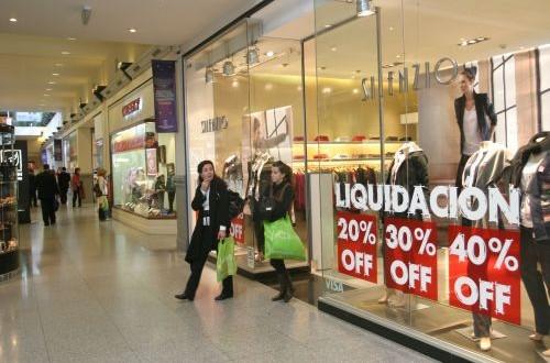Los comercios adelantan las liquidaciones por el bajón de ventas