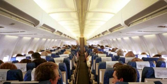 Por suba de naftas, pasajeros prefieren el avión al auto