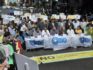 Comerciantes cortan avenida Avellaneda en contra de la venta ilegal callejera