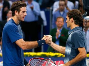 Roger Federer venció el sábado al argentino Juan Martín del Potro por 4-6, 7-6 (7/2) y 7-5