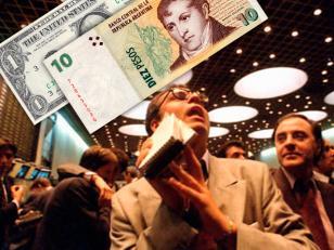 """La Bolsa se desplomó y el dólar """"ilegal"""" superó los 10 pesos tras los cambios"""