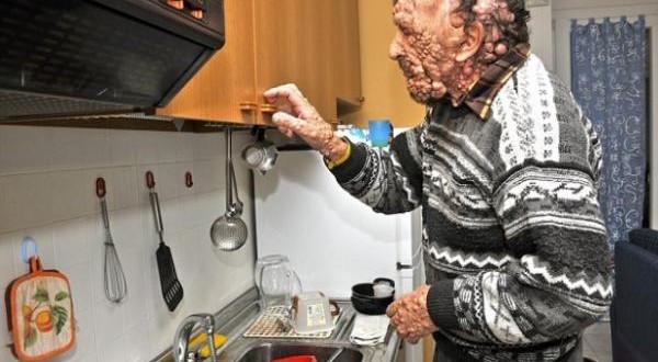 """Así vive Vinicio Riva,el hombre """"burbuja"""" que fue abrazado por el Papa"""