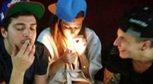 La foto de Charlotte Caniggia fumando marihuana