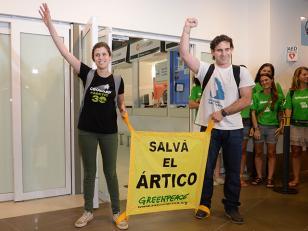 Los argentinos activistas de Greenpeace Camila Speziale y Hernán Perez Orsi regresan casa