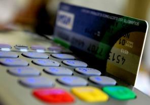 Suben al 35% la percepció por consumos con tarjetas en el exterior