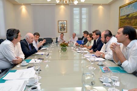 Casamiquela se reunió con representantes viñateros, olivícolas y vitivinícolas de San Juan