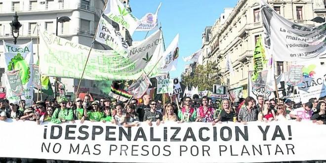 Uruguay: Ya es legal el cultivo y la venta marihuana
