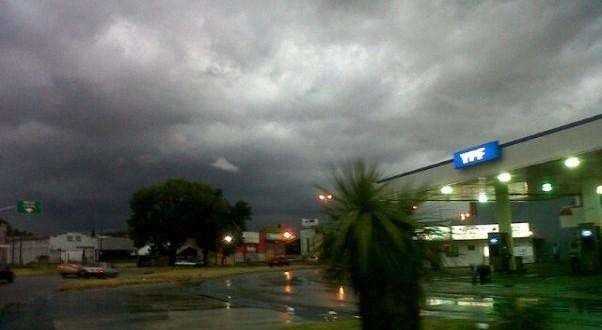 Tras la tormenta, localidades del conurbano siguen sin luz