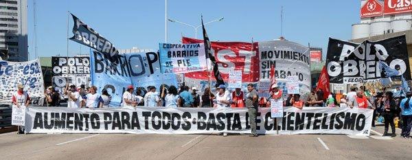 Mas de la mitad de las personas que trabaja en la Argentina gana menos de 600 dólares al mes