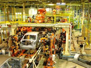 La industria cayó 1,8 % en noviembre según la UIA