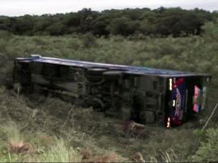 Volcó un micro argentino en Brasil: al menos 18 heridos