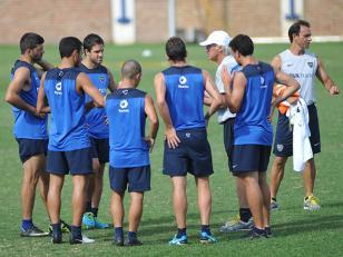 Piñas entre el cuerpo técnico y los jugadores de Boca