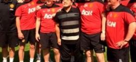 Maradona visitó al plantel del Manchester United